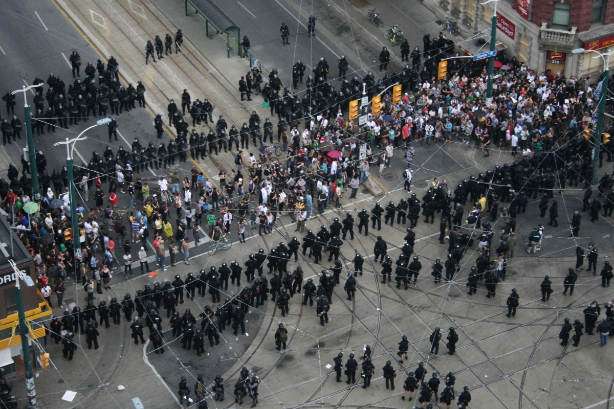 Arial image of the police kettling protestors and pedistrians at Queen and Spadina, Toronto