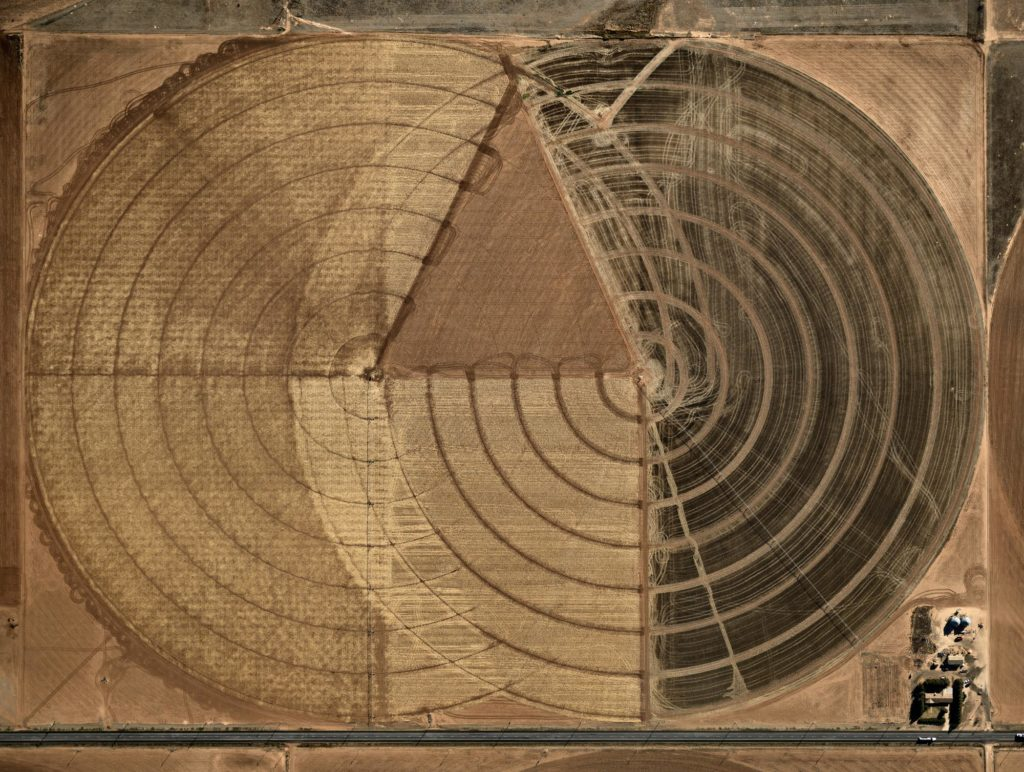 Pivot Irrigation #1, High Plains, Texas Panhandle, USA, 2011 by Edward Burtynsky. Click on the audio player below to listen to the audio description.