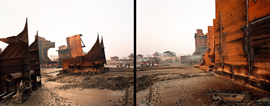 Shipbreaking #9ab, Chittagong, Bangladesh, 2000. Click on the audio player below to listen to the audio description.